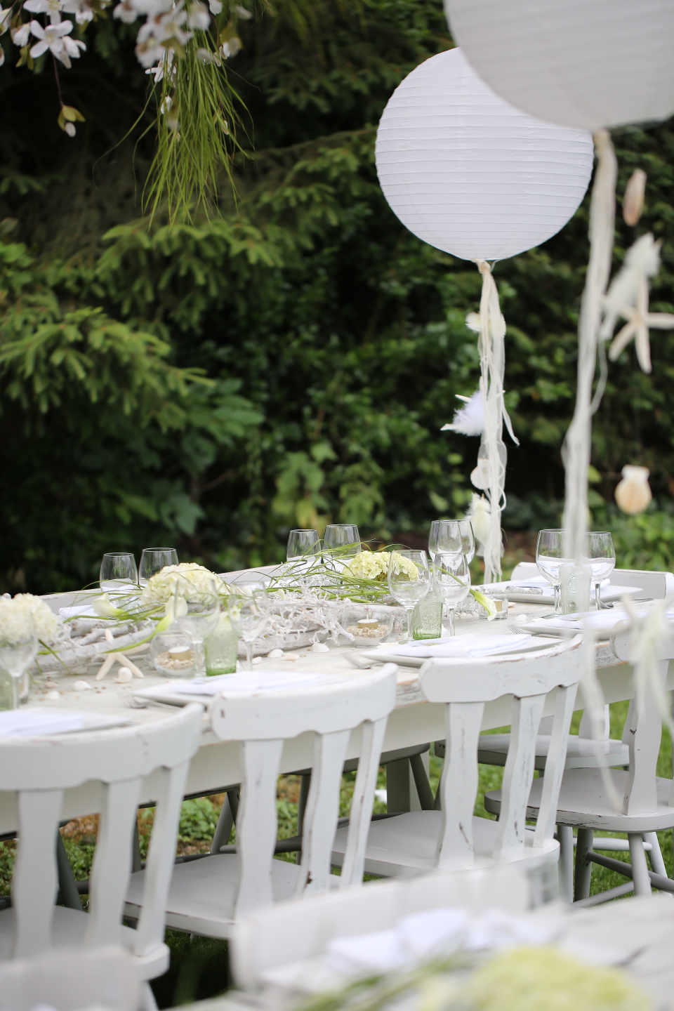An outdoor wedding can have a unique charm, provided that the climate in the place where we live is moderate.