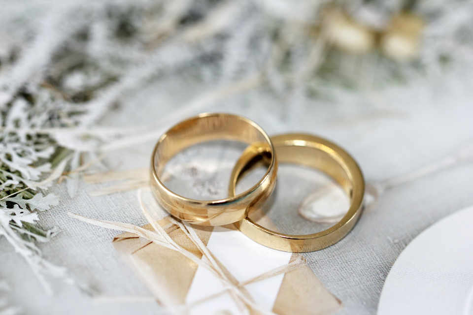 Traditionally, the bride or her family buys the groom's wedding ring, while the groom or his family buys the bride's wedding ring.