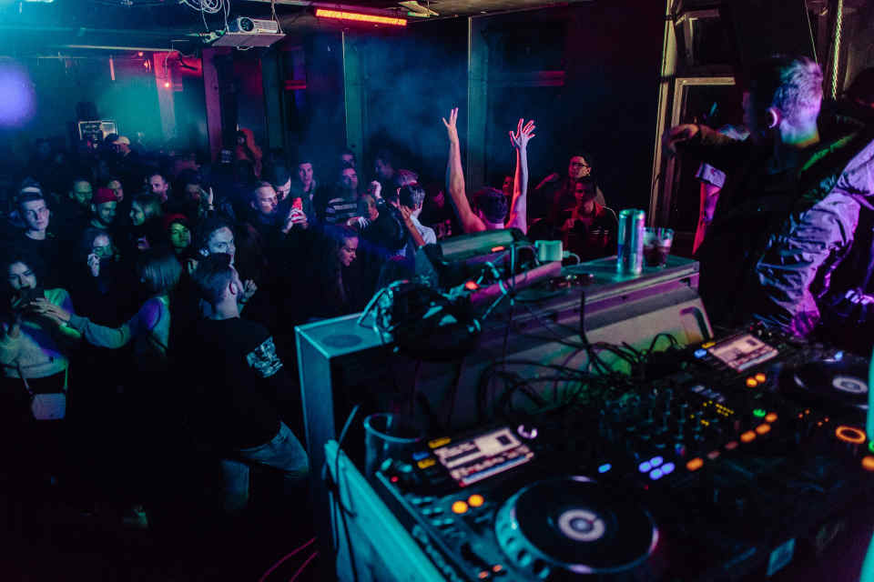 These days, hiring a DJ is a more viable option than getting a live band for the wedding. One of the major reasons behind this is the fact that DJs are more flexible and can play almost any song that you put forward a request for.