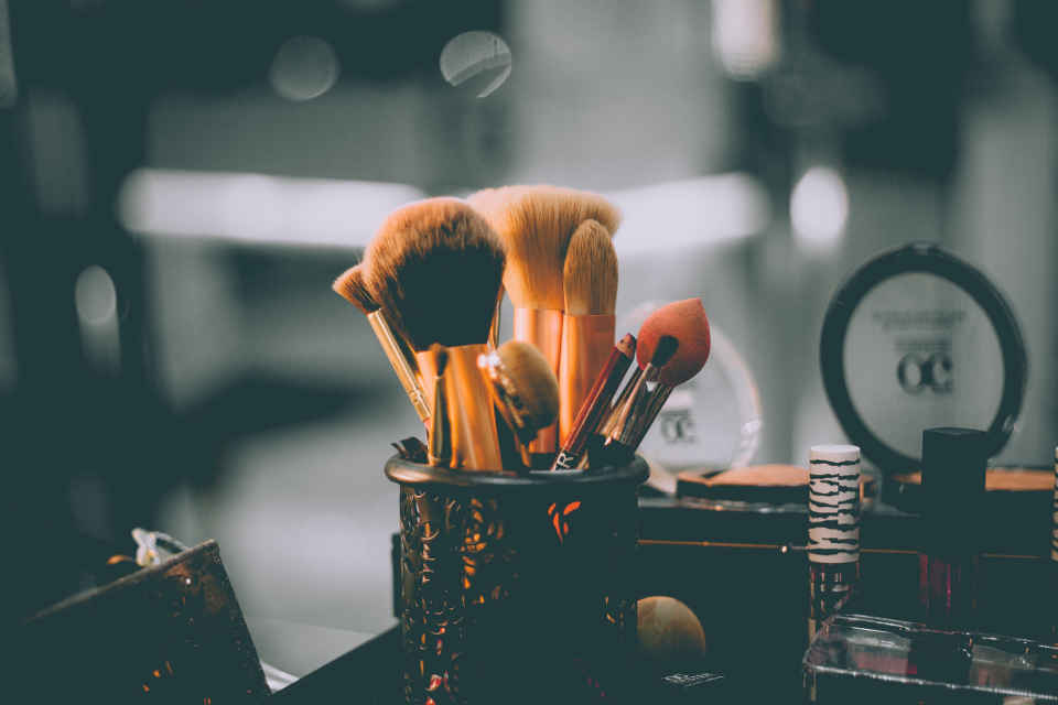 Hair and makeup should start 4-5 hours before the wedding ceremony