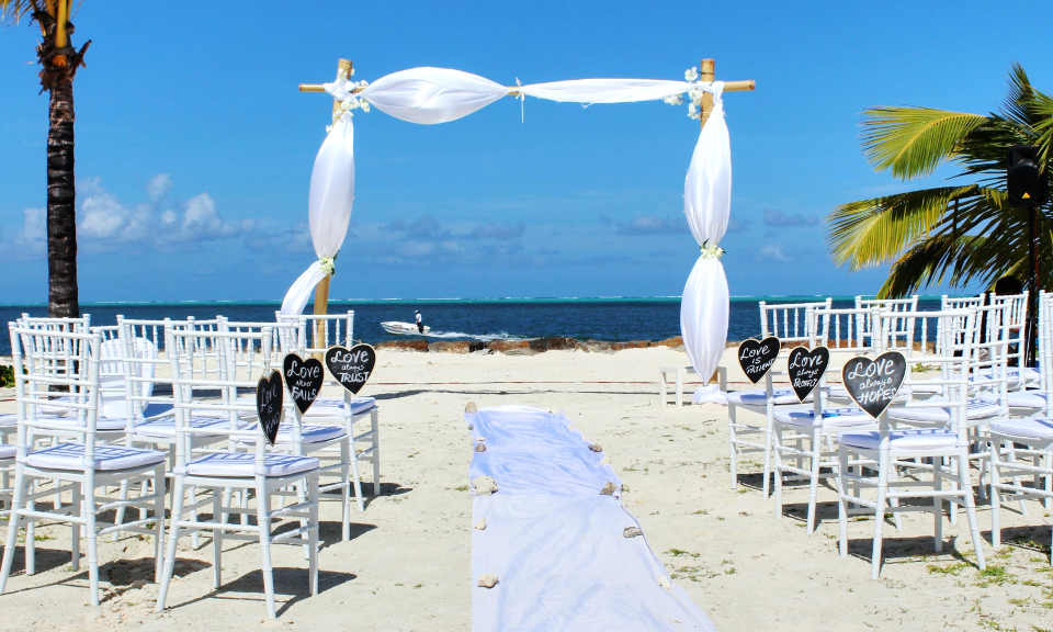 Most weddings ceremonies start around 3-3:30 pm and get over by 4:30 – 5 pm
