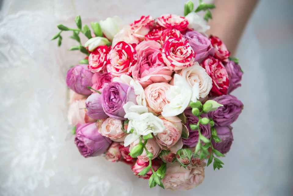 On average, procuring wedding flowers could cost anywhere between $600 and $3,000 in 2021